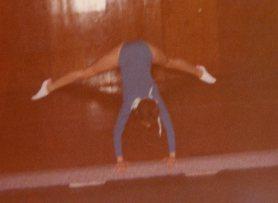 straddle handstand